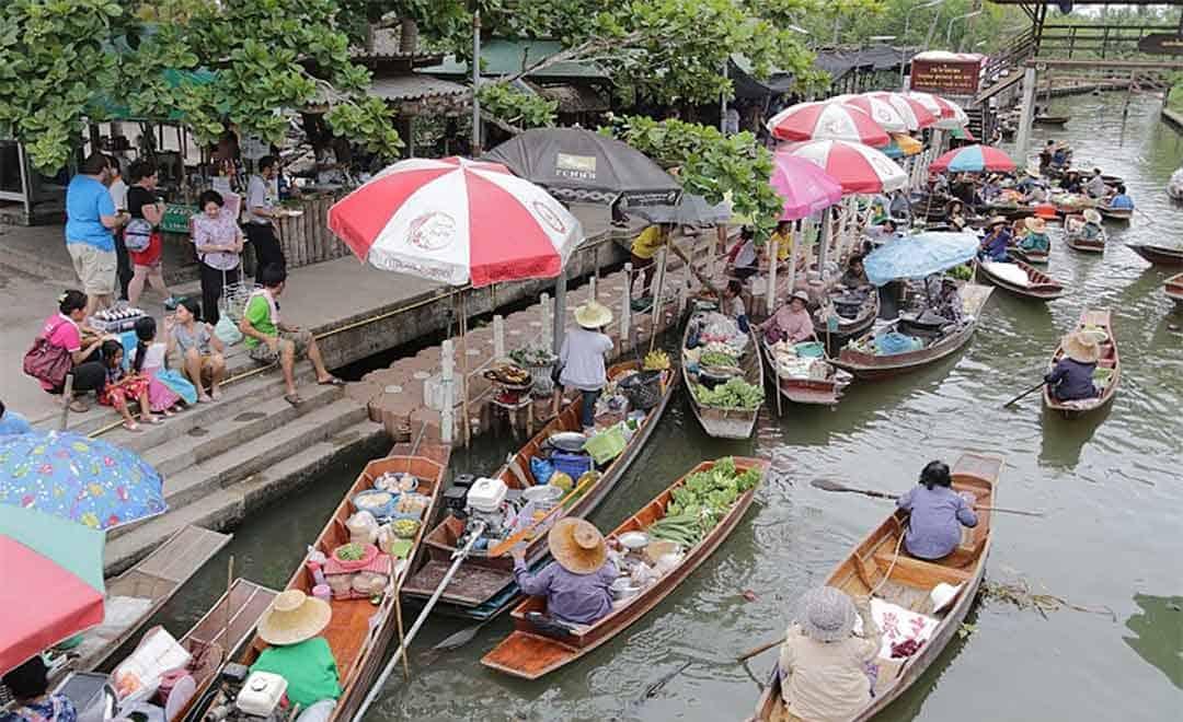 La ranquilite du marché flottant de Tha Kha